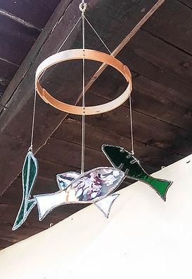 móvil peces vidrio madera cerezo decoración