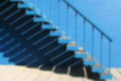 Escalera azul
