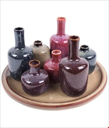 Bottigliette con vassoio marrone chiaro