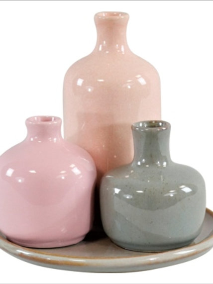 Bottigliette rosa e verde con vassoio