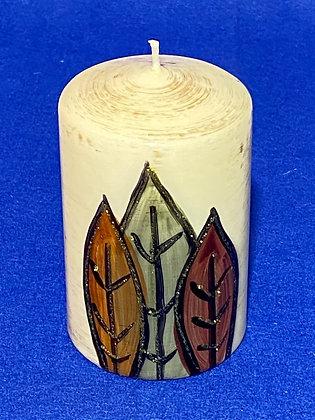 Candela cilindrica con foglie