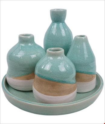 Vasetti verde acqua con vassoio