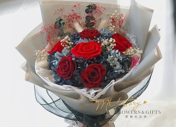 Everlasting Red Roses Bouquet(&LED light)