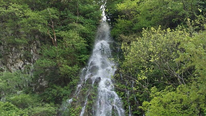 牧場の上流にある幻の滝
