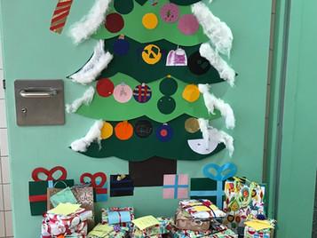 Kleine Weihnachtsgeschenke von Kindern für Kinder