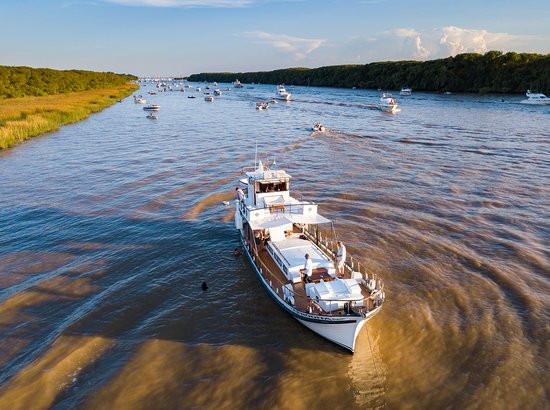 Paseos en barco Afrodita por el Delta