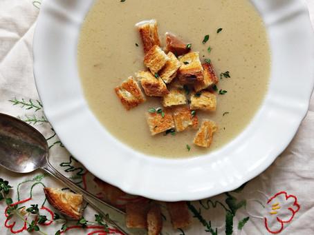 Kümmelsuppe mit Croutons sau Supă de chimen cu crutoane