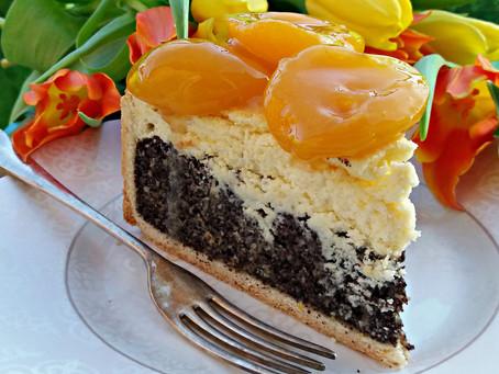 Aprikosen-Mohnkäsekuchen sau prăjitură cu brânză și cu mac