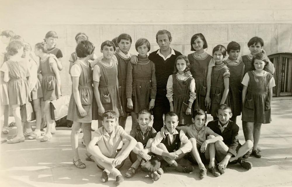Ladislau Soltesz alături de elevii de la Drobeta Turnu-Severin