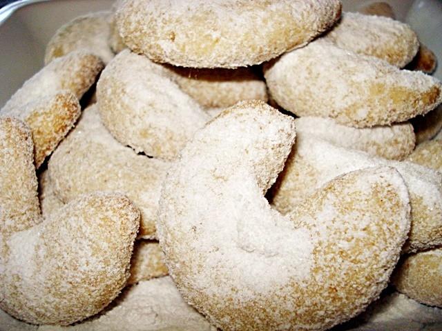 Vanillekipferl sau cornulețe fragede cu vanilie; Fotografie: Oana Pavăl (Bîrgăoanu)
