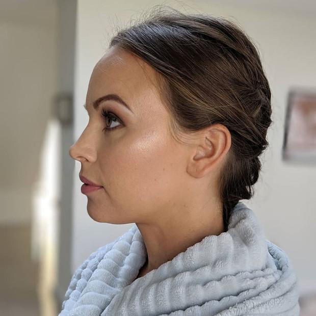 Glowing skin natural makeup