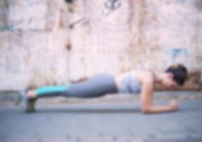 Frau im Plank
