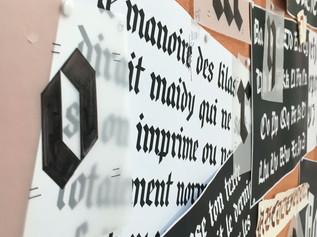 La demande était de construire une typographie à partir de la personnalisation d'un modèle d'écriture gothique.