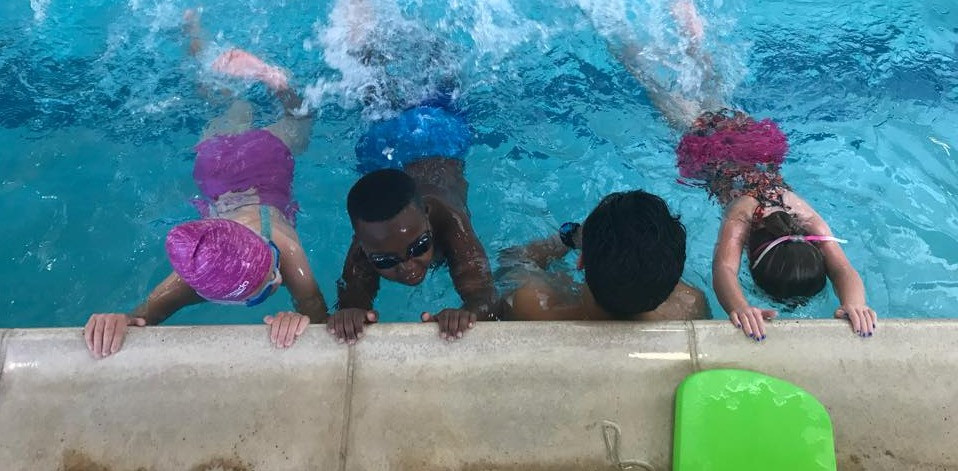 This class has a ratio of 3-to-1. The swim lesson instructor is watching over 3 swimmers. This is the ideal ratio for group swim lessons at the beginning level.