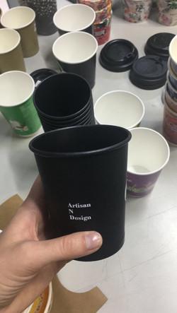 Стакан из черной бумаги