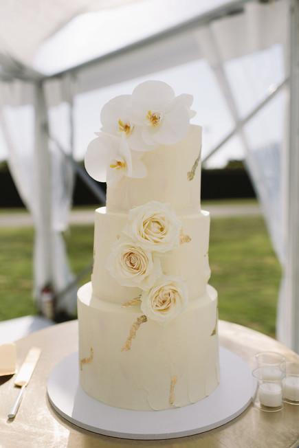 gold_wedding_cake.JPG