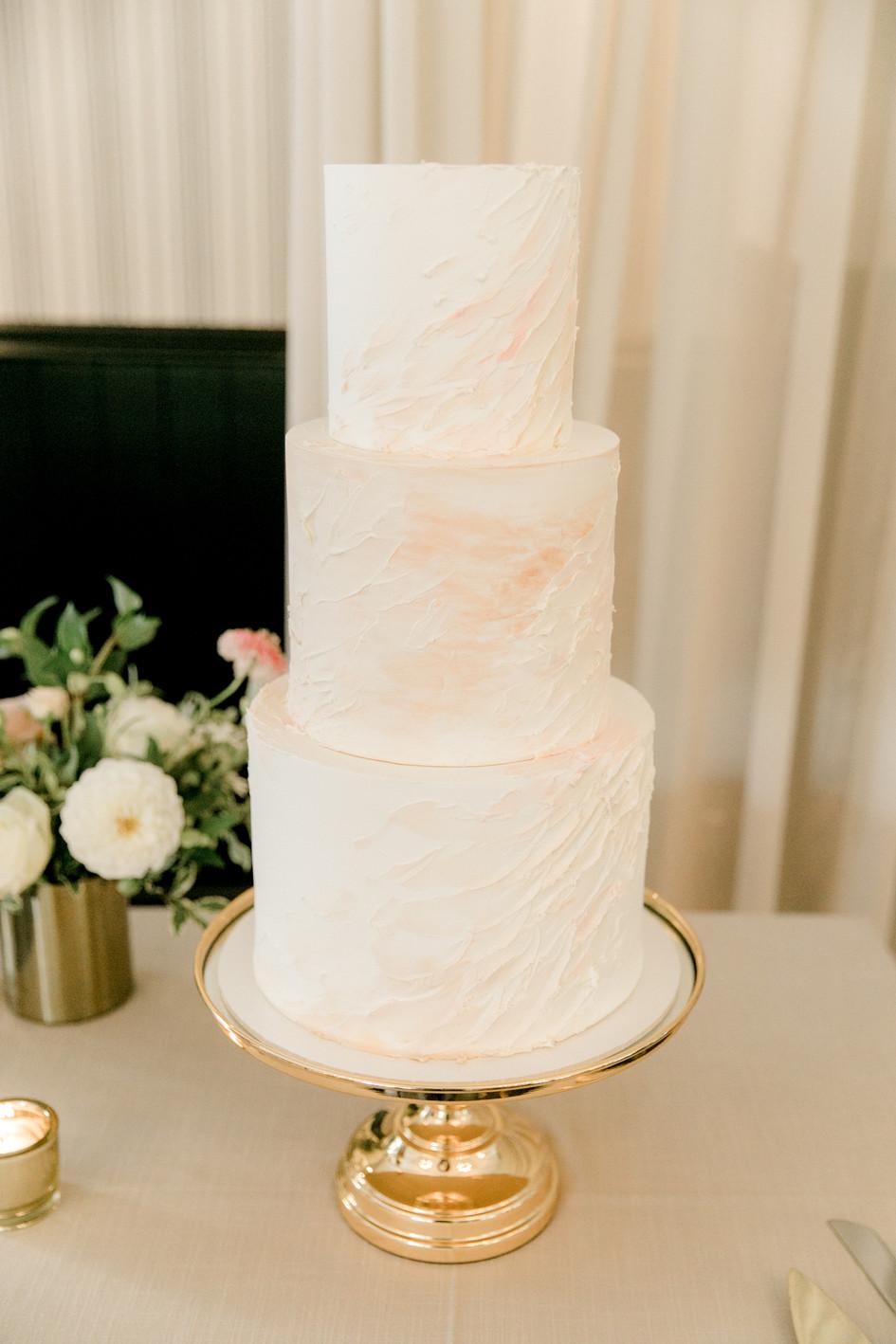 bracu_pavilion_wedding_cake.jpg