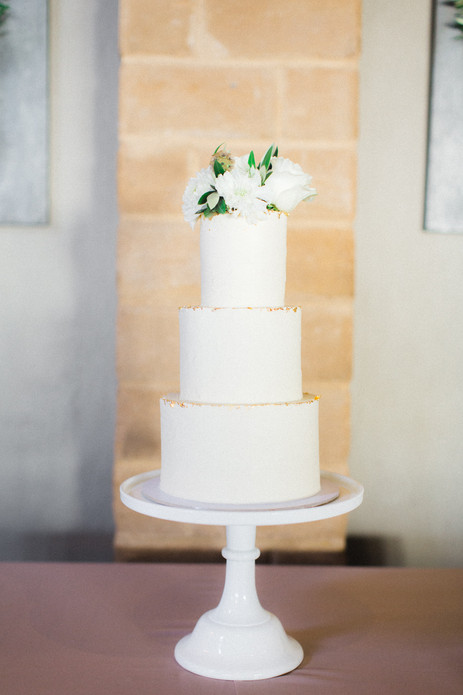waiheke_mudbrick_wedding_cake.jpg