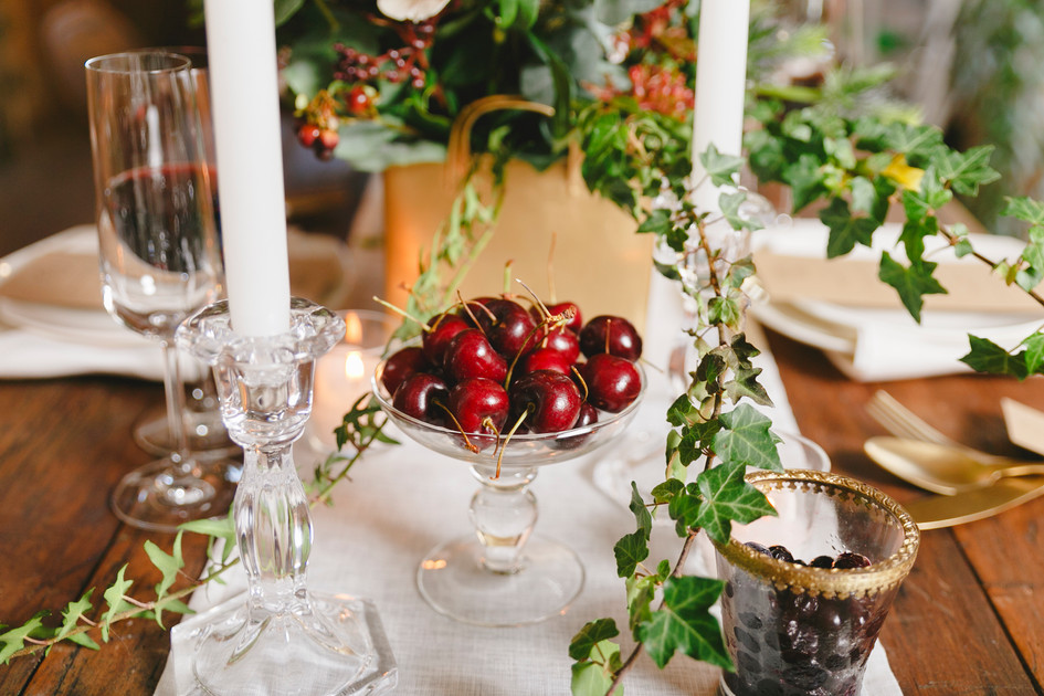 berry_wedding_decor.jpg