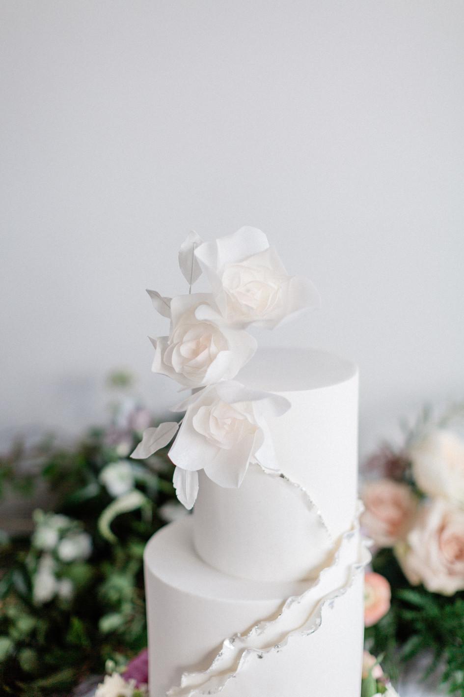 modern_wedding_cake_auckland.jpg