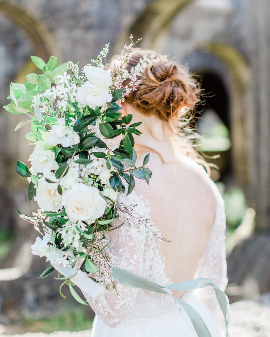 white_green_flowers.jpg
