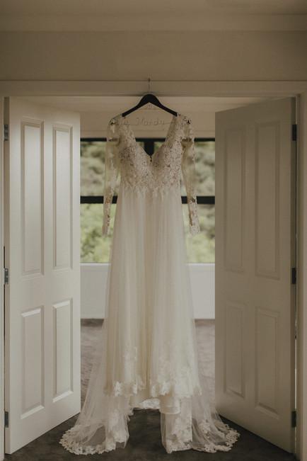 lace_wedding_dress_auckland.jpg
