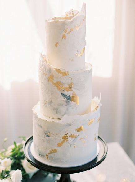 black_gold_wedding_cake.jpg