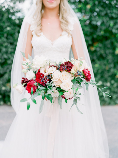 red_brides_bouquet.jpg