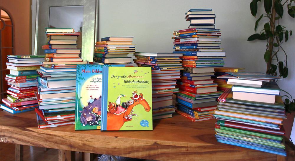 jetzt werden die Bücher wenigstens gelesen, in die Hand genommen, umgeknickt und hoffentlich weiter bemalt:)