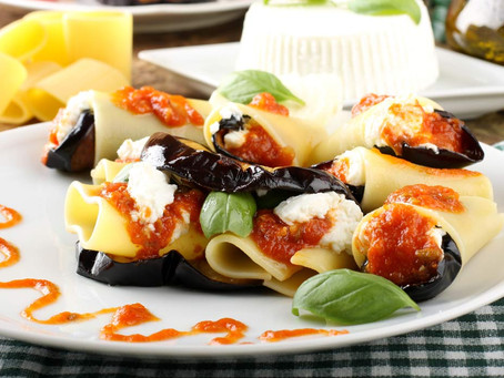 Paccheri alla Norma: una ricetta dal gusto Mediterraneo.