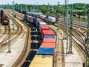 Einsparung von Transportemissionen durch Zweikraftloks