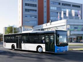 CO2-neutraler Passagierbus am Flughafen München