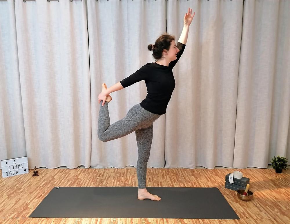 Danseur posture yoga équilibre ouverture coeur