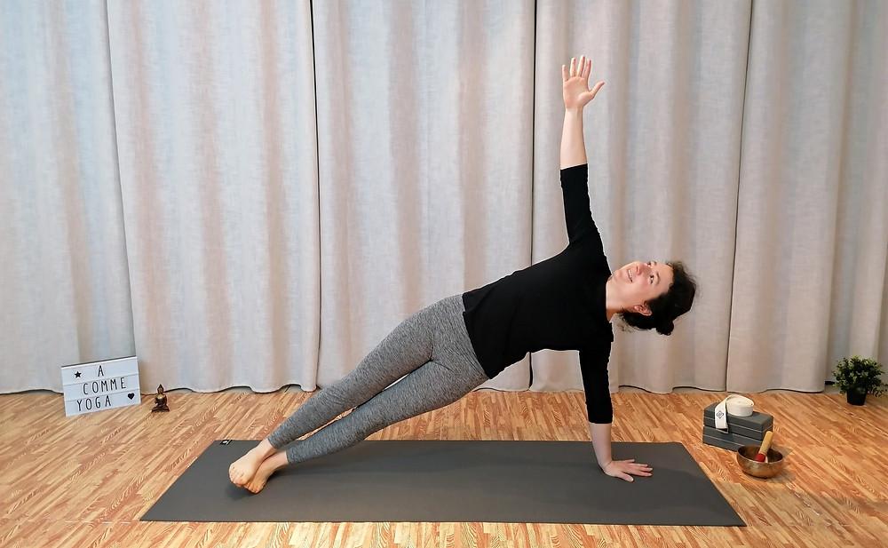 Planche latérale posture yoga renforcement abdominaux