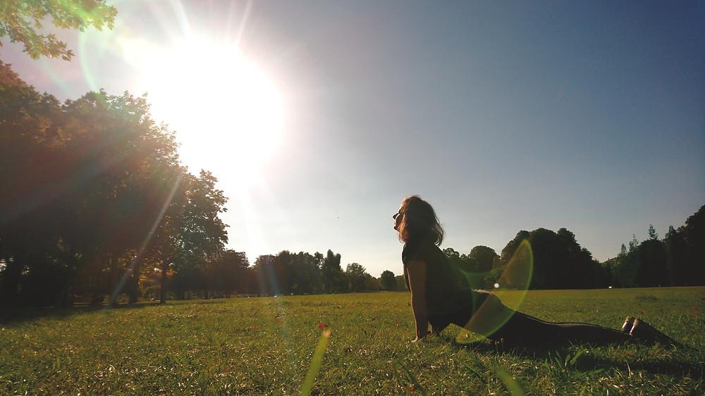 sun salutation yoga soleil nature santé relaxation