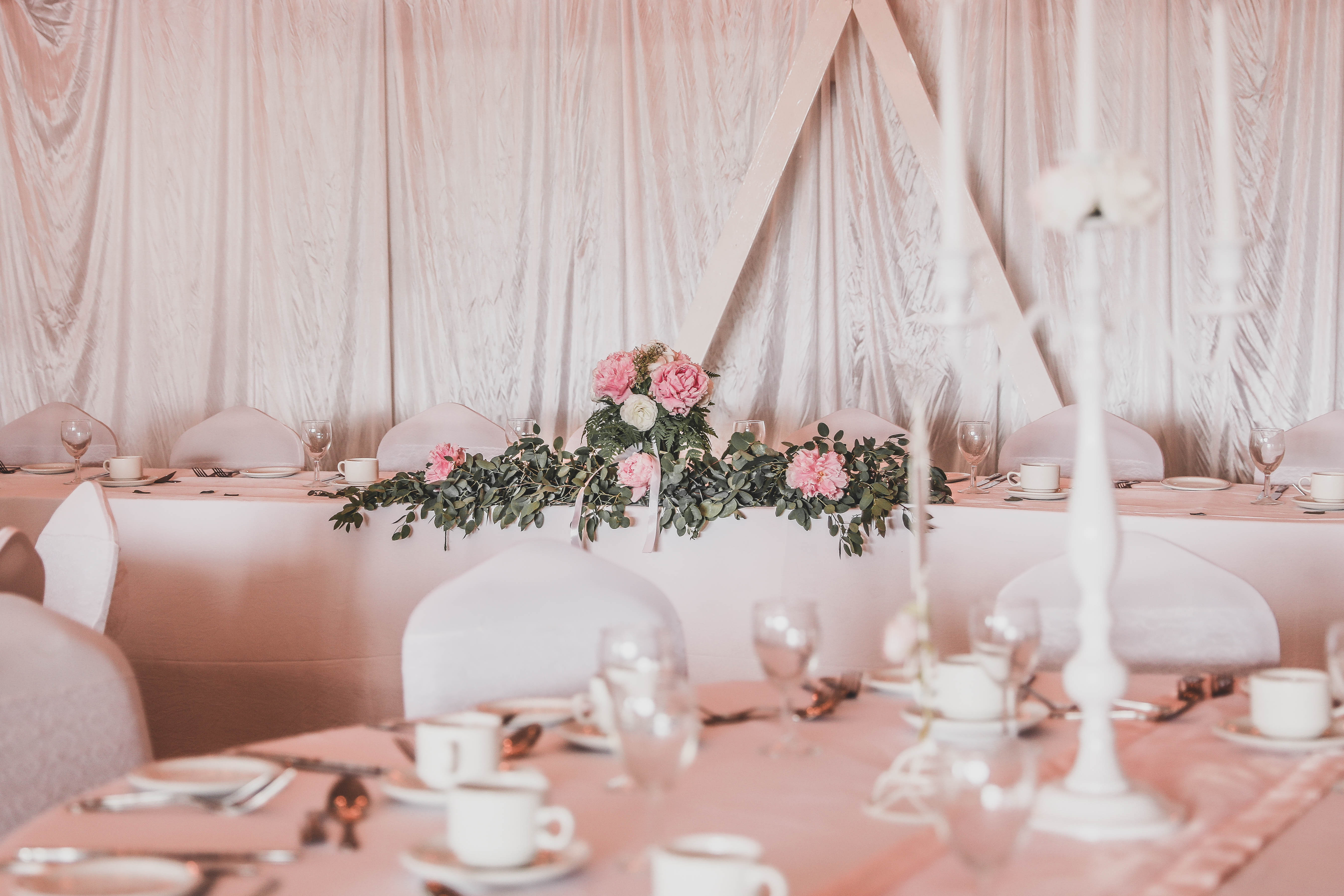 A Frame Backdrop & Crisp White Linen