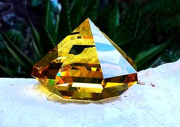 prisma amarillo.jpg