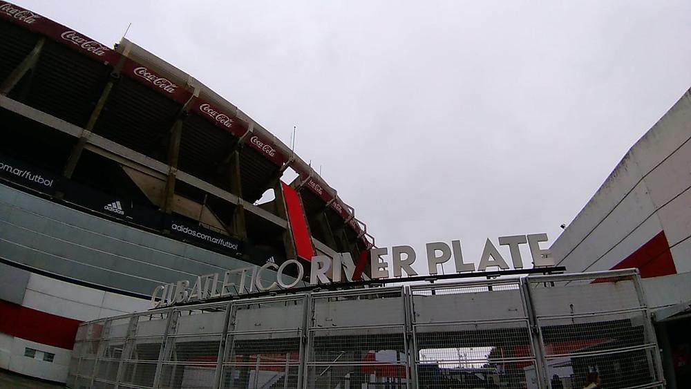 entrada do estádio (foto: Karine Nascimento)