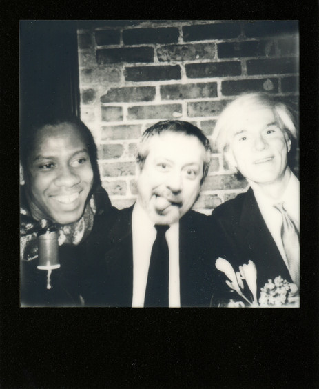 I like alcohol, but I am almost never drunk, although very close friends of mine do remember rare moments. Here is a proof: somewhere in a bar, massively drunk, and, frankly, I don't remember the guys. One is Basquiat maybe. No idea who is the other.