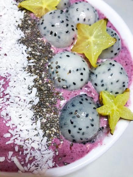 smoothie bowl berry star fruit dragon fruit coconut chia
