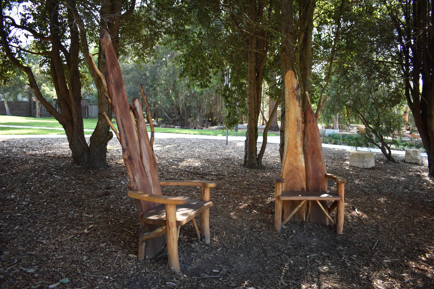 Storytelling thrones