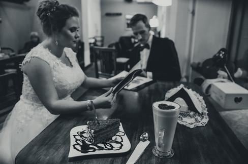 sesja poślubna w kawiarni