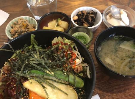 大阪駅前で行列の出来る自然食店を発見☆