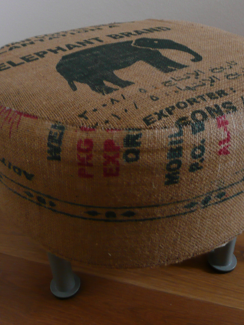 Poef Qatar Elephant