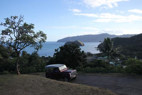 Hiva Oa. L'île de Gauguin et de Jacques Brel. Nous y accosterons quelques heures, le temps de se rendre au cimetière d'Atuona et de reprendre des forces avant la traversée de nuit.