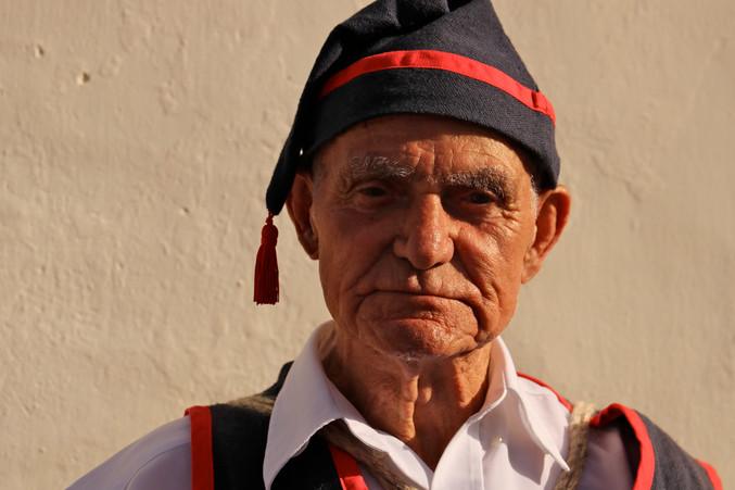 Les fêtes religieuses sont nombreuses pendant a saison estivale à El Hierro, lors desquels les habitants se parent de leurs habits traditionnels pour danser, chanter et jouer de la musique canarienne.