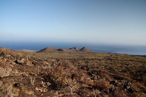 Certains des centaines de cratères de volcans éteints qui se trouvent sur El Hierro.