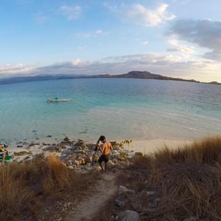 Ilôt d'Hatamin. C'est ici que les gardiens des coraux restaurent les récifs coralliens et les protègent. Nous réaliserons une partie de nos reportages en y passant deux journées et une nuit.