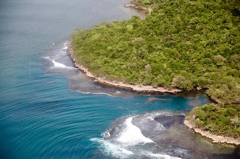 Littoral de la terre ferme encore sauvage, depuis le petit avion qui nous amène aux San Blas.