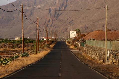 La route qui mène à Las Puntas dans la caldeira del Golfo.